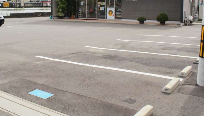 広くて入りやすい駐車場完備!
